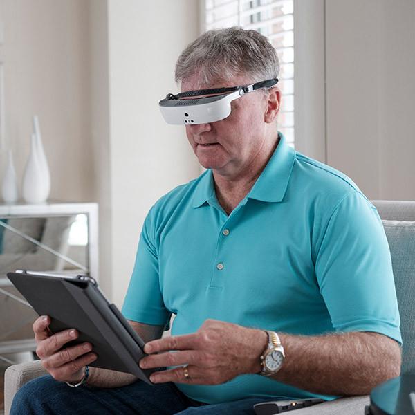 Lunettes connectées immersives pour malvoyants eSight