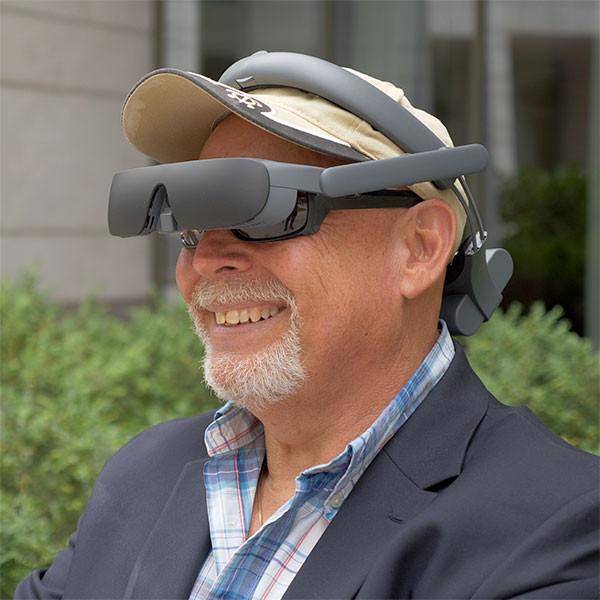 Lunettes à réalité augmentée eSight4 pour personne malvoyante