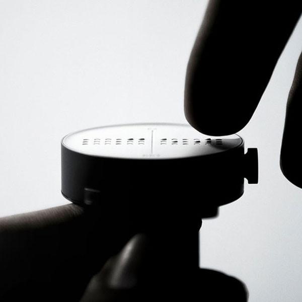 Montre braille ou tactile connectée Dot Watch pour aveugles et malvoyants